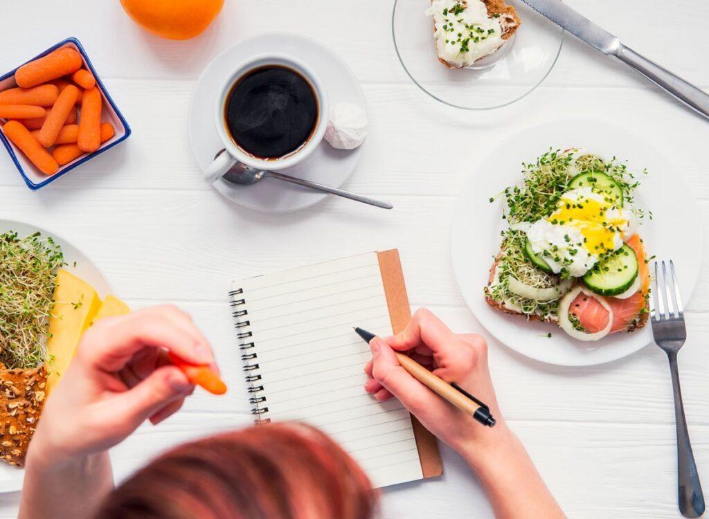 เคล็ดลับลดน้ำหนัก สาวๆที่อยากหุ่นดีควรรู้ ! - Food Diary